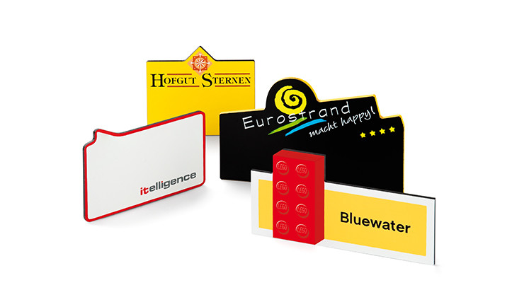Individuell name badges made of plasti