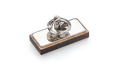 Rückseite Holz-Pin oder Holz-Anstecker mit Aufsatz