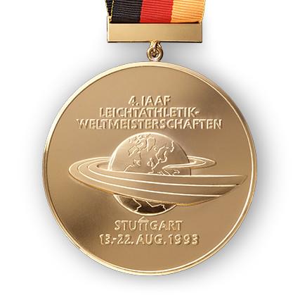So prägten wir beispielsweise 1993 die Goldmedaille für die Leichtathletik-Weltmeisterschaft in Stuttgart oder fertigten 1975, nach Entwürfen von Prof. Herbert Zeitner, eine Anstecknadel in Bronze zur Gymnaestrada in Berlin.
