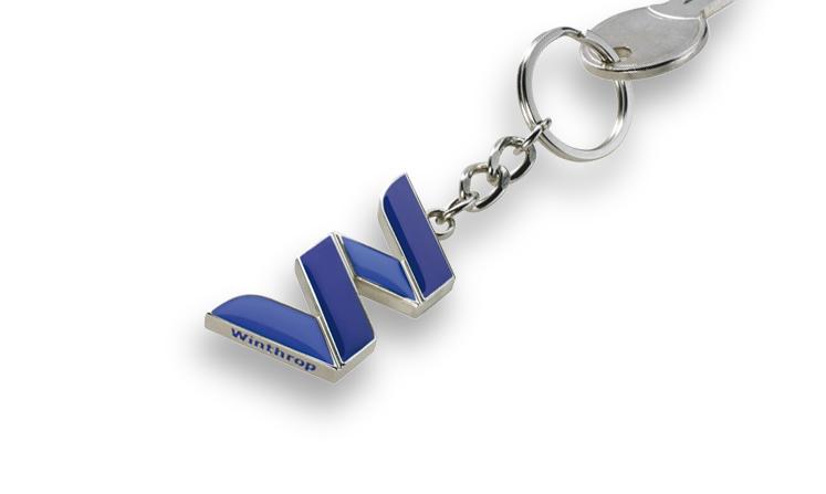 Schlüsselanhänger als vollplastischer Guss mit Emaillefarben