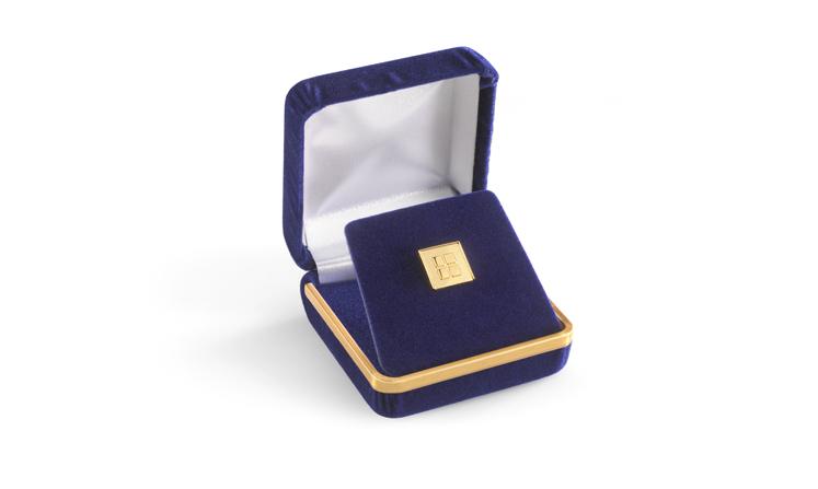 Spilla in metallo prezioso nella nostra nobile confezione in velluto nobile