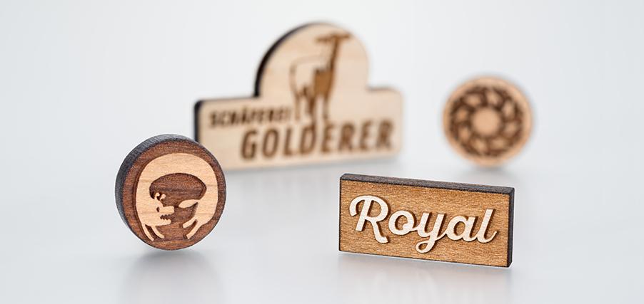 Pins und Anstecker aus Holz