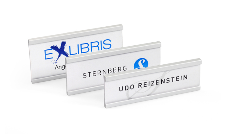 Name badges in curved aluminium