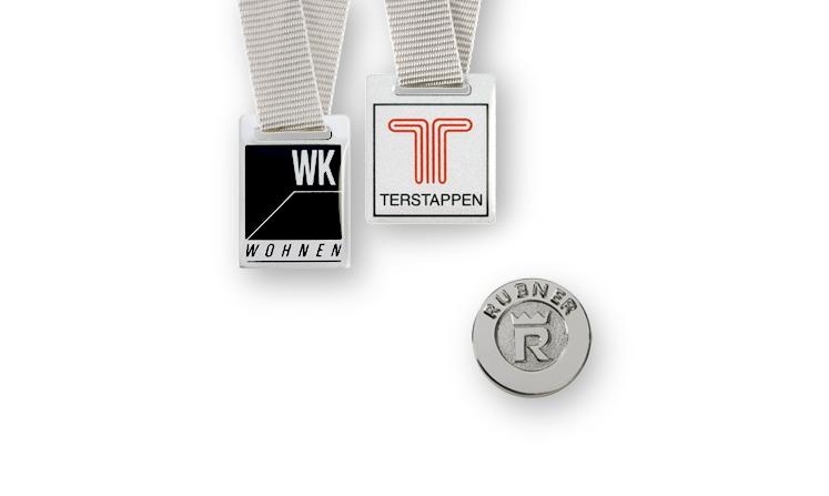 Embleme und  Plaketten aus Metall